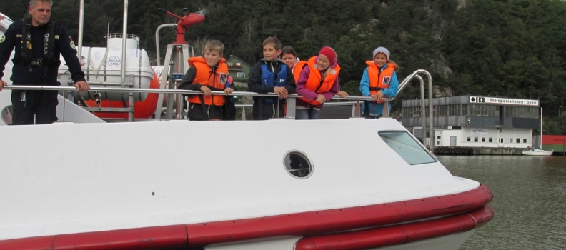 C-klassen på tur med redningsskøyta