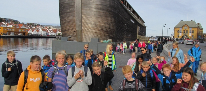 Jærtun på ekskursjon til Noahs ark-modell i Stavanger